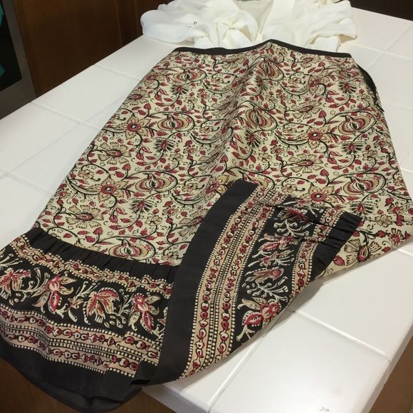 Ann Taylor Loft 100% silk skirt Hundred percent silk skirt, smoke-free home, great condition  perfect for summer Ann Taylor Skirts
