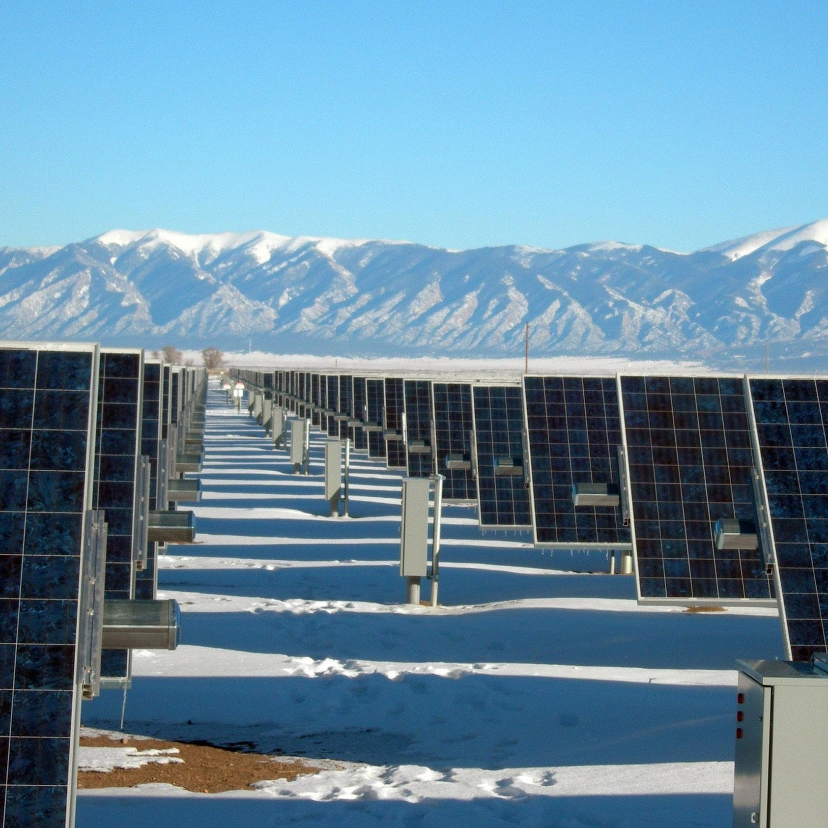Snow Nanogenerator Would Allow Solar Panels To Generate