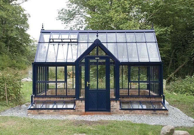 växthus med drivbänkar