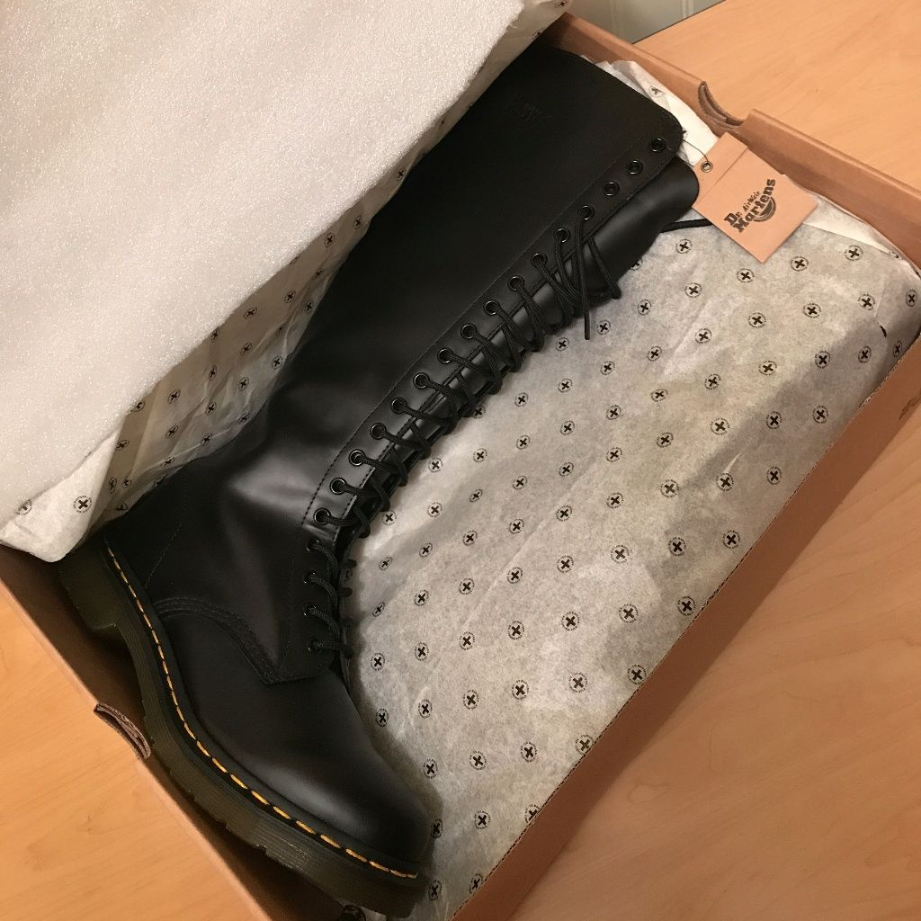 Brand New Doc Marten Knee High Lace Up Boots Sz 10