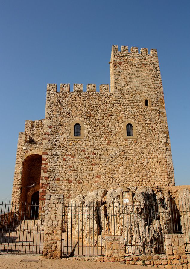 Castillo de El Papiol.   Marco incomparable para una boda o evento con personalidad  arquitectura#boda#empresa#Barcelona