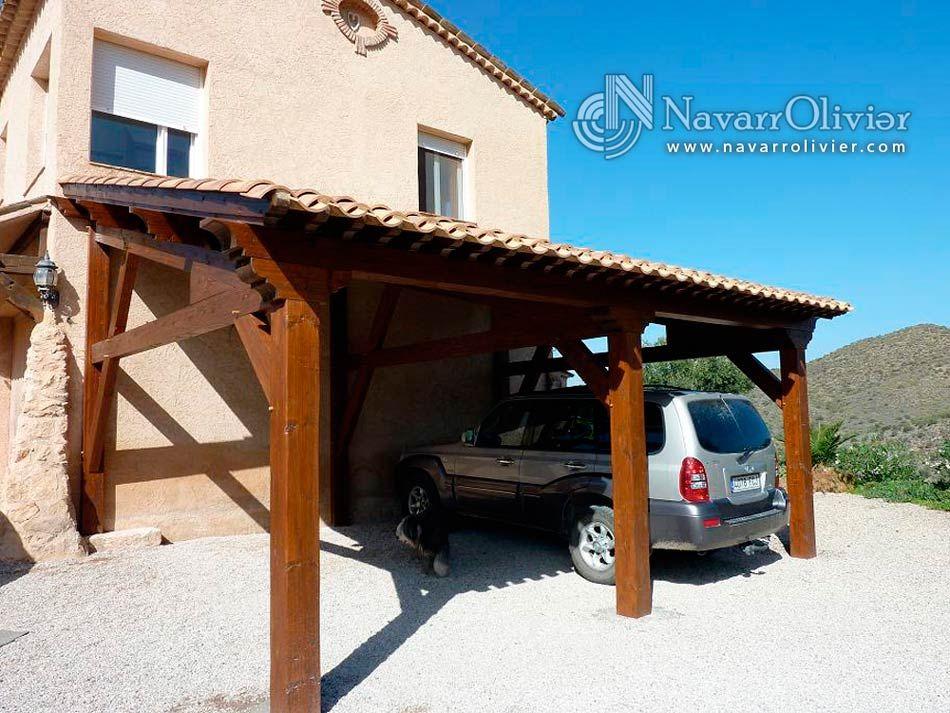 P rgola adosada estilo tradicional con cubierta de teja for Garajes chalets
