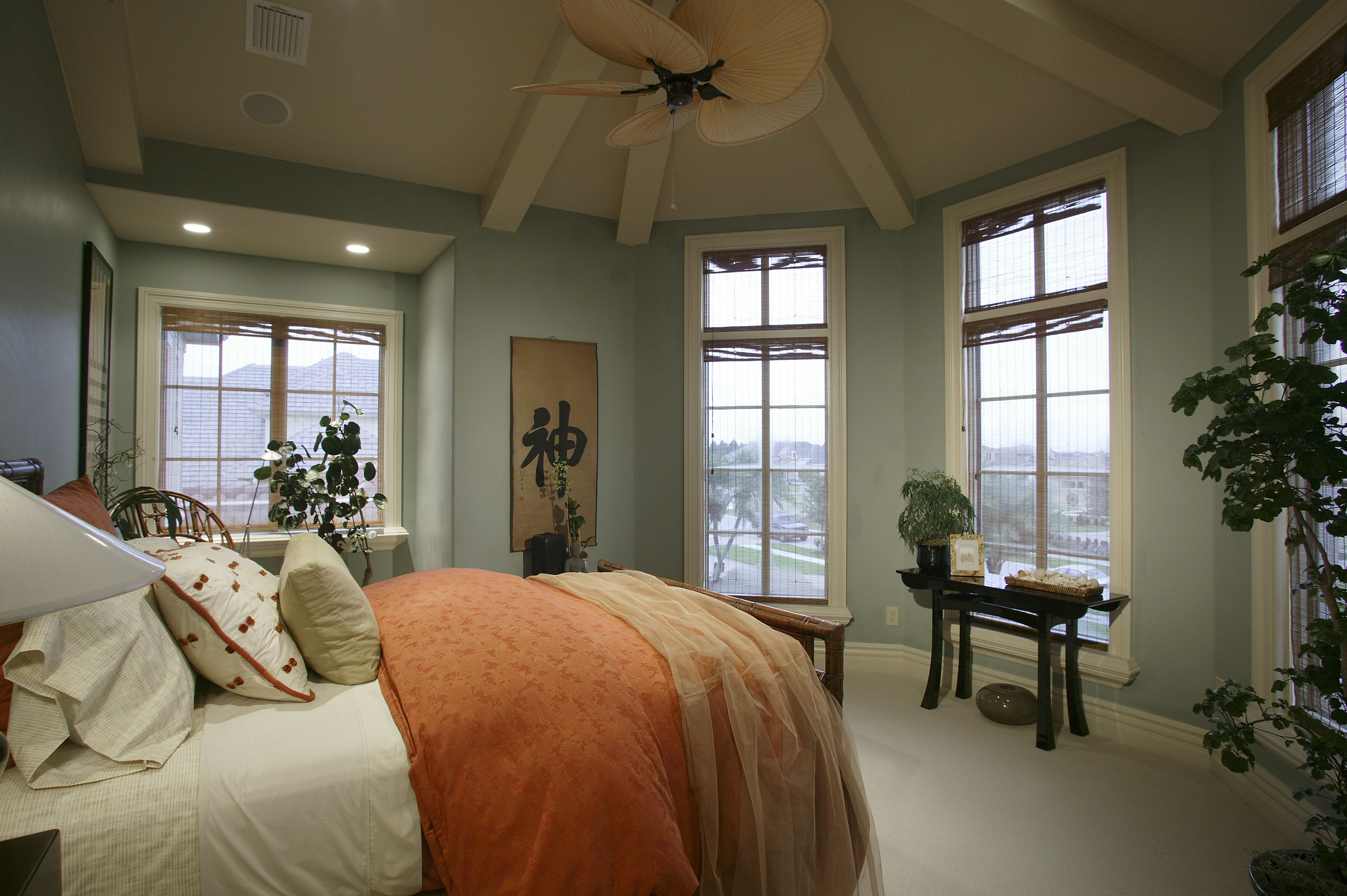 We love all the windows in this room! A great way to soak