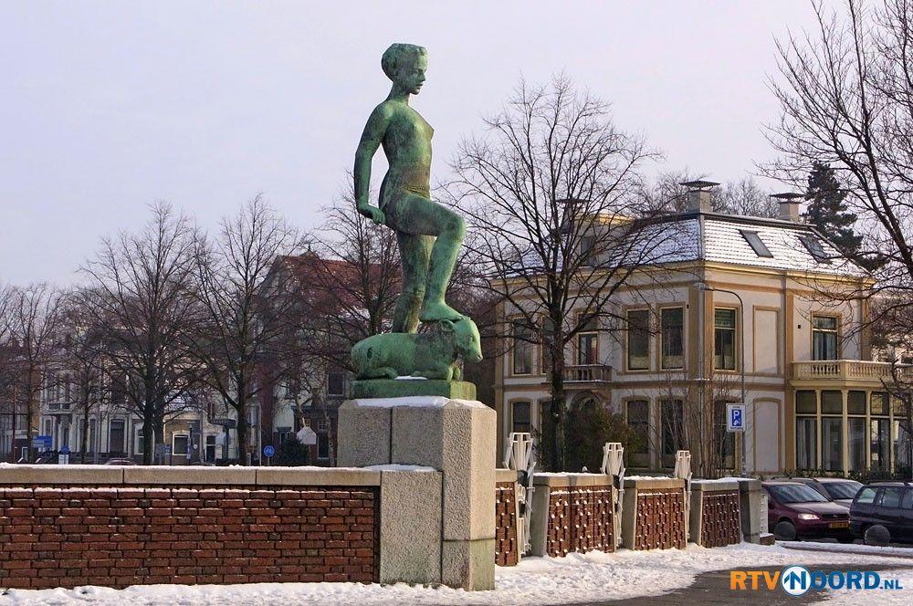Standbeeld op de Herebrug in Groningen