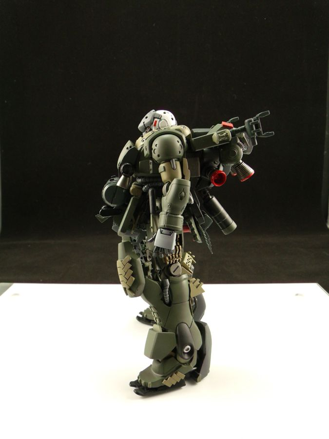 HGUC 1/144 AMS-129F Kaing Zulu  Modeled by pd02a . Amazing work using the HGUC AMS-129M Zee Zulu as a starting point and adding some great c...