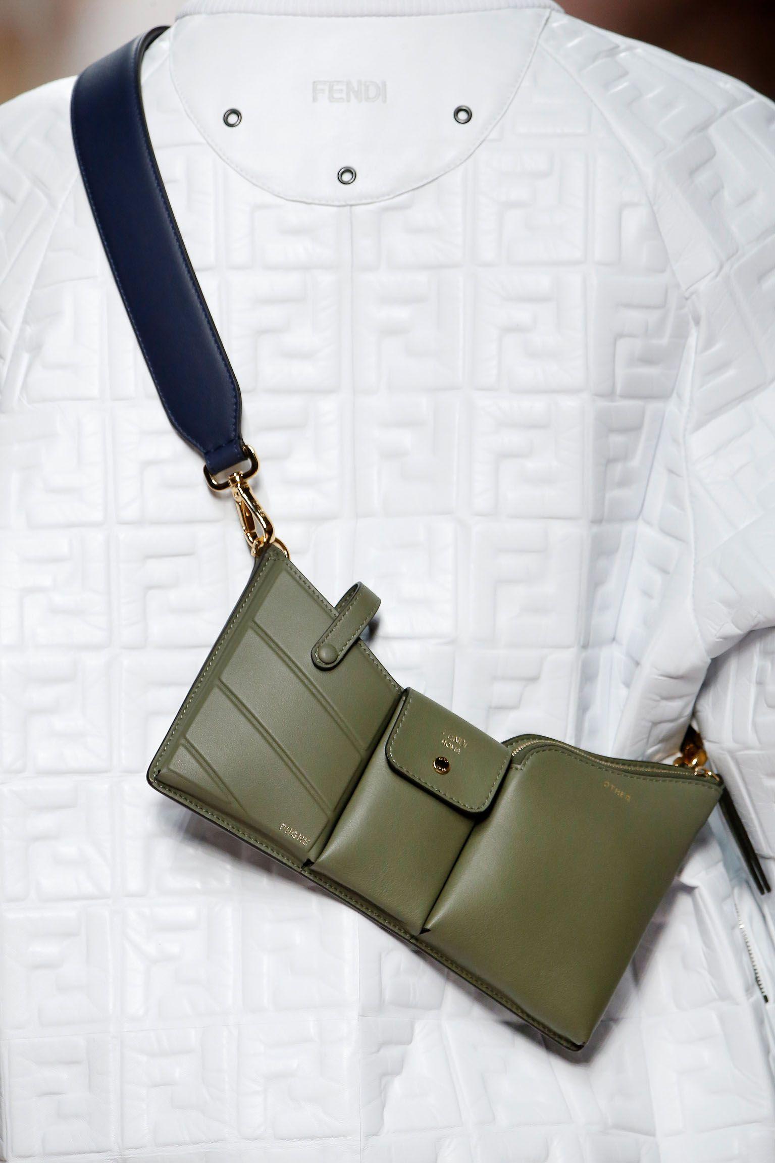 5523a89396 Fendi Women's Spring/Summer 2019 Fashion Show | Bags in 2019 | Bags ...
