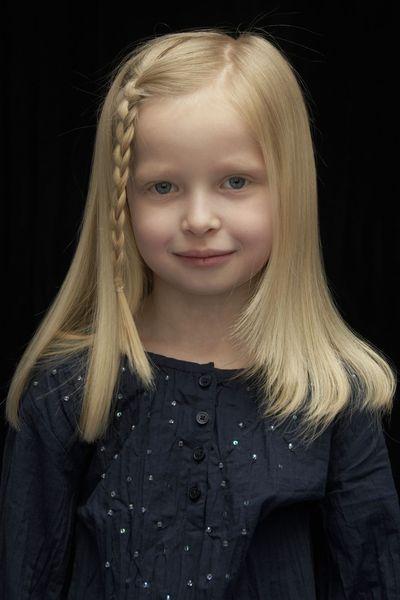 Idée coiffure jeune fille, la tresse sur le coté