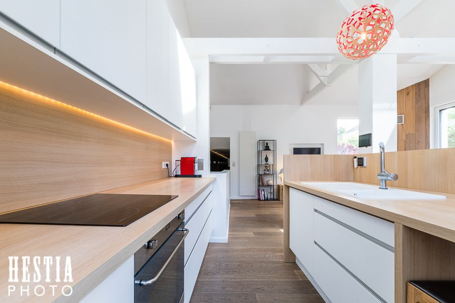 Modern open kitchen with wood / Cuisine ouverte moderne