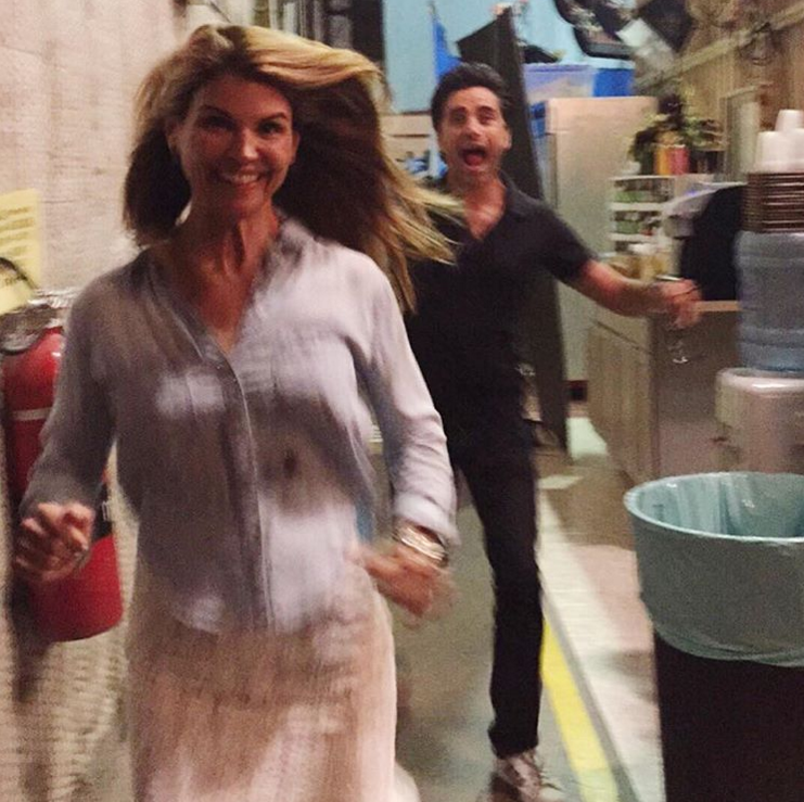 Fuller House\': 39 behind-the-scenes pics of the cast | Lori loughlin ...