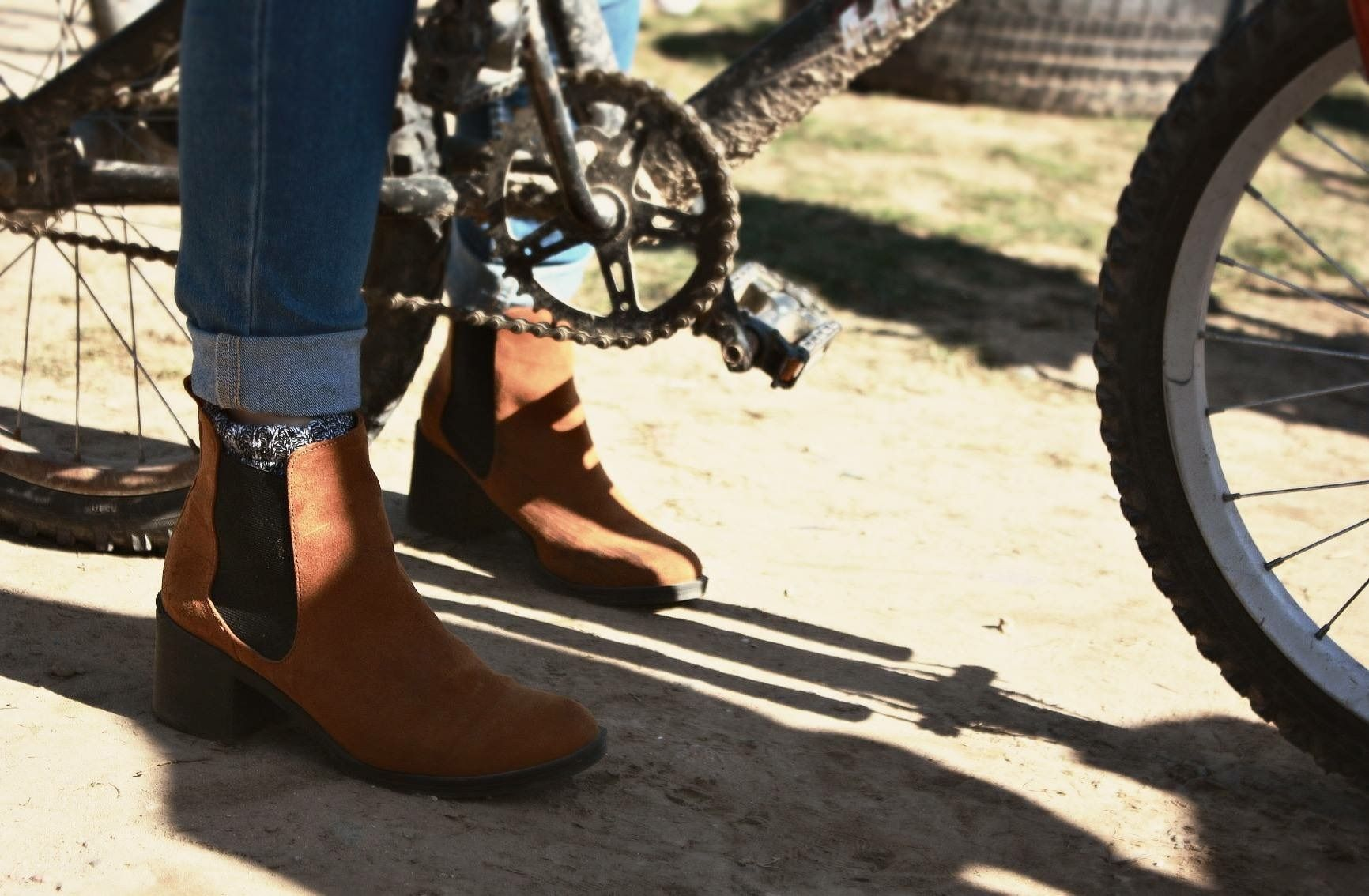 More Knitting Wheel Fashions : Autumn inspired photography. fall fashion. chelsea boots folded