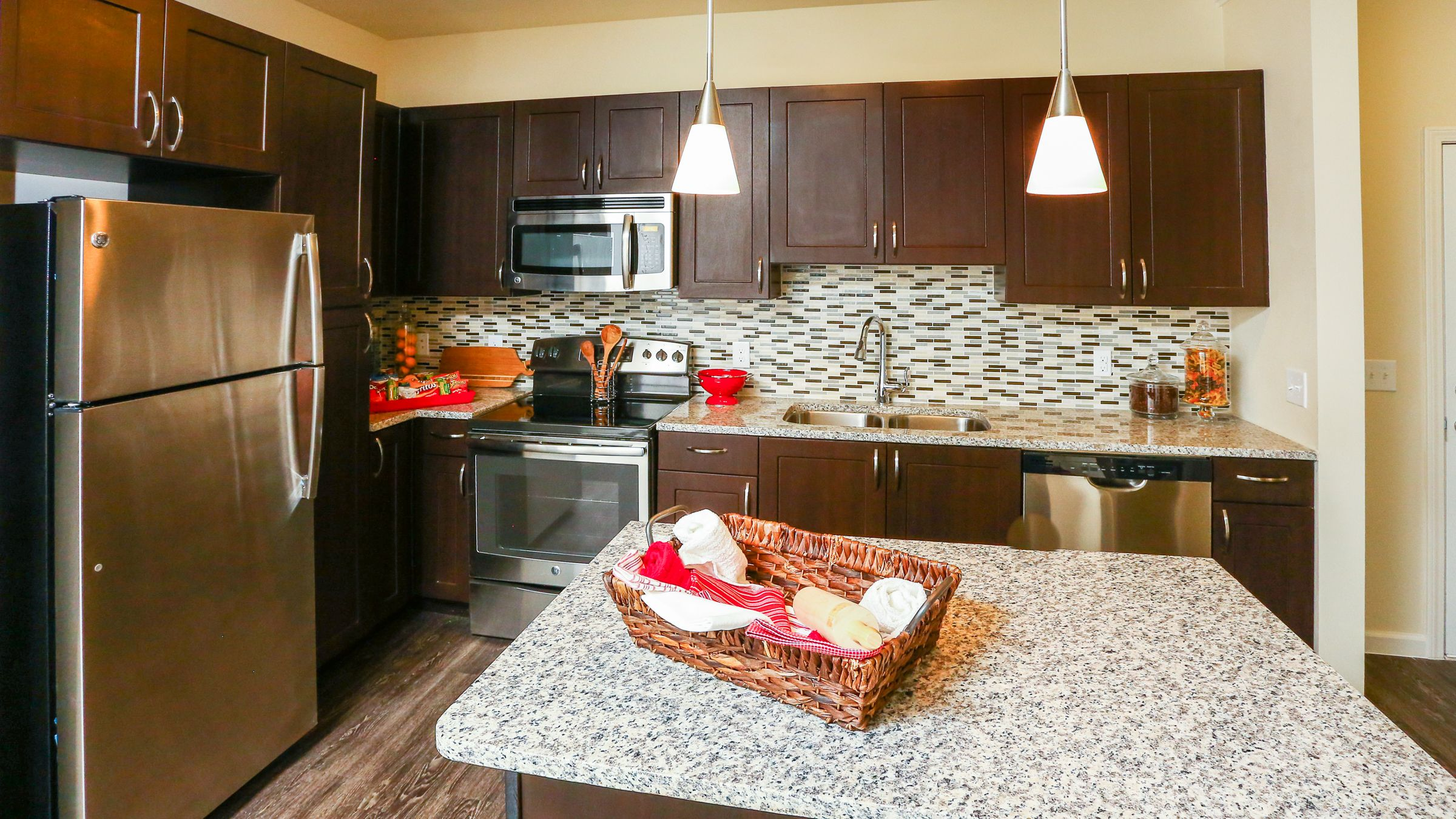 Jacksonville Fl · Granite Counter Tops And Hardwood Floors In The Kitchen  At The Views At Harbortown Apartments In