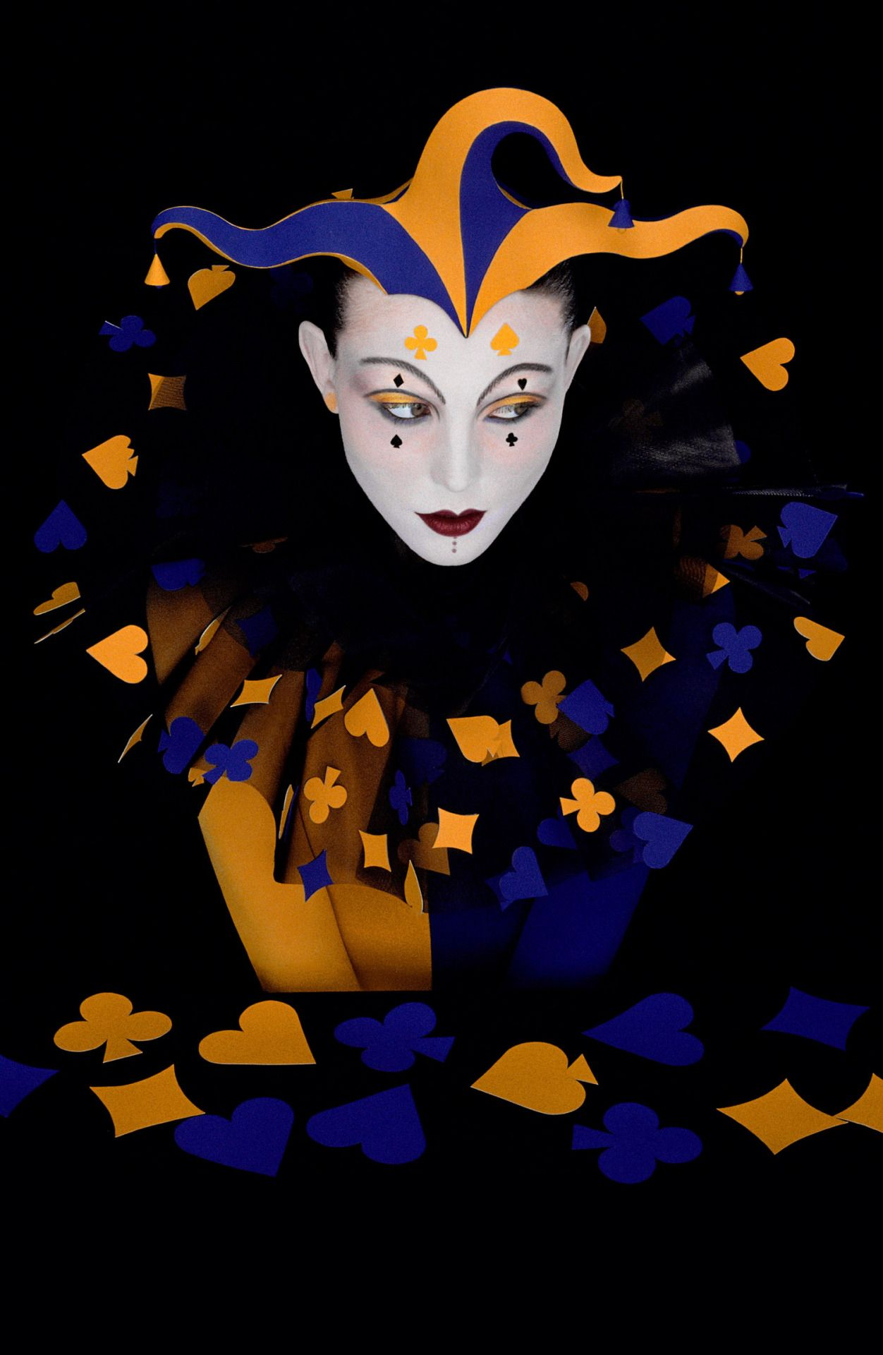 A World Sublime Art, Perfume art, Clown