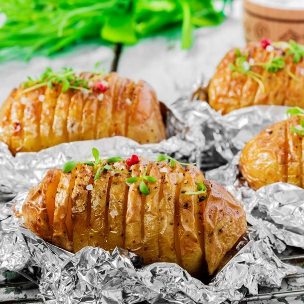 Pommes de terre à l'ail en papillotes au barbecue Pommes de terre à l'ail en papillotes au barbecue