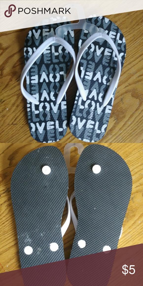 6882960fa11c15 NWOT Old Navy flip flops Love love love! Cute black and white old navy flip