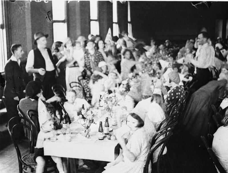 Children's Christmas party (possibly Pyrmont Food and Relief Fund Depot), Sydney, NSW 1930s