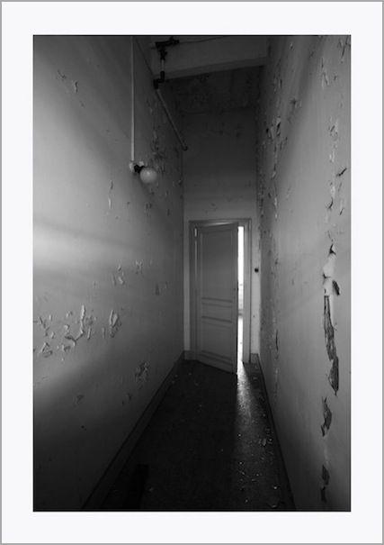 abandoned door, light, creepy photo, photography, canon