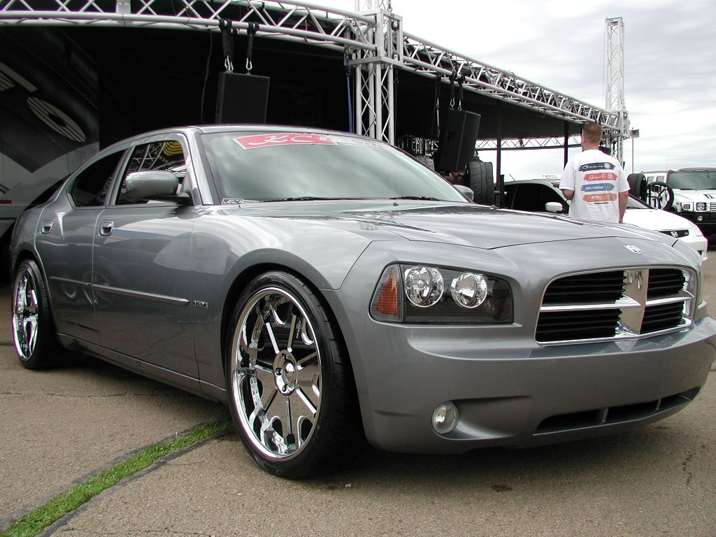 Dodge Charger Black Rims with Chrome Find the Classic Rims of Your ...