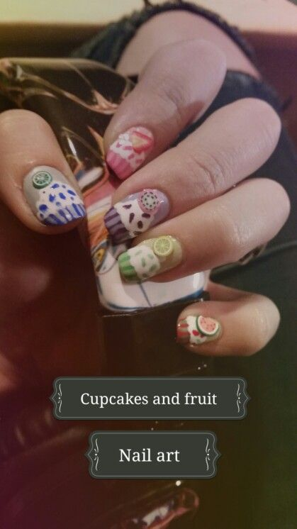 Yummy nails : cupcakes and fruit slices decorations!