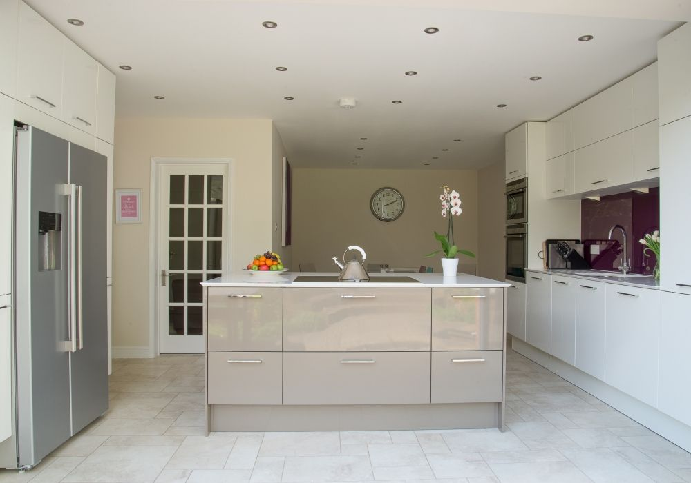 Handleless Calla Kitchen Design By In Toto Wokingham In High Gloss White  And Grey · Kitchens UkBest DesignersCottage ...