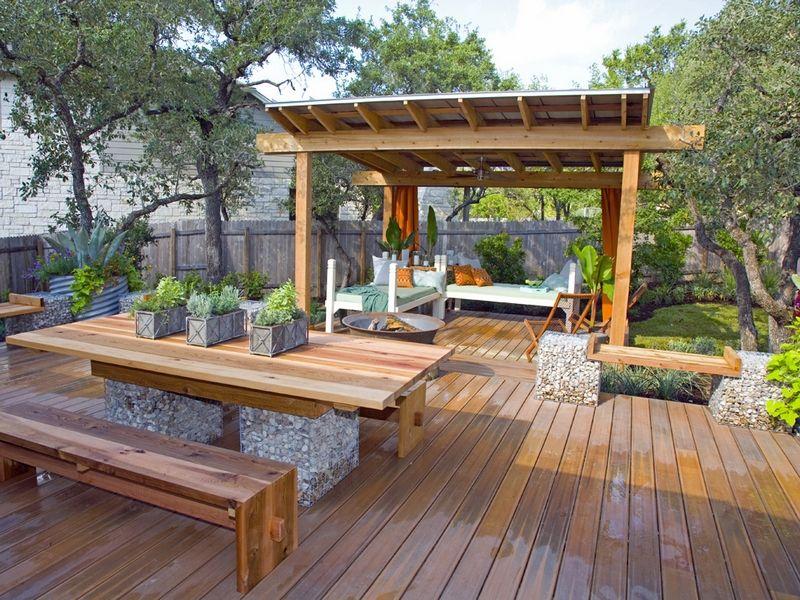 Pergola Bois Massif Avec Toiture Solide Terrasse Et Mobilier