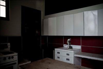 Esta es la cocina de Casa Quiñones de Luis Barragán....lo que me dice....que no era tan buen arquitecto. Oscura, chica....fea.