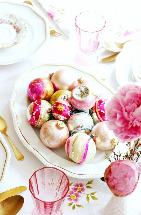 Last-Minute Ideas for a Stylish Christmas Tabletop Centerpieces