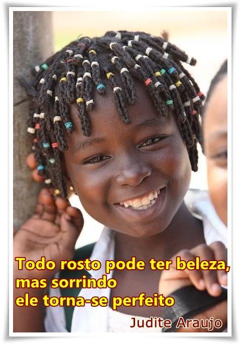 O sorriso é a plástica da felicidade, e o bisturi eficiente para o rejuvenescimento da alma.