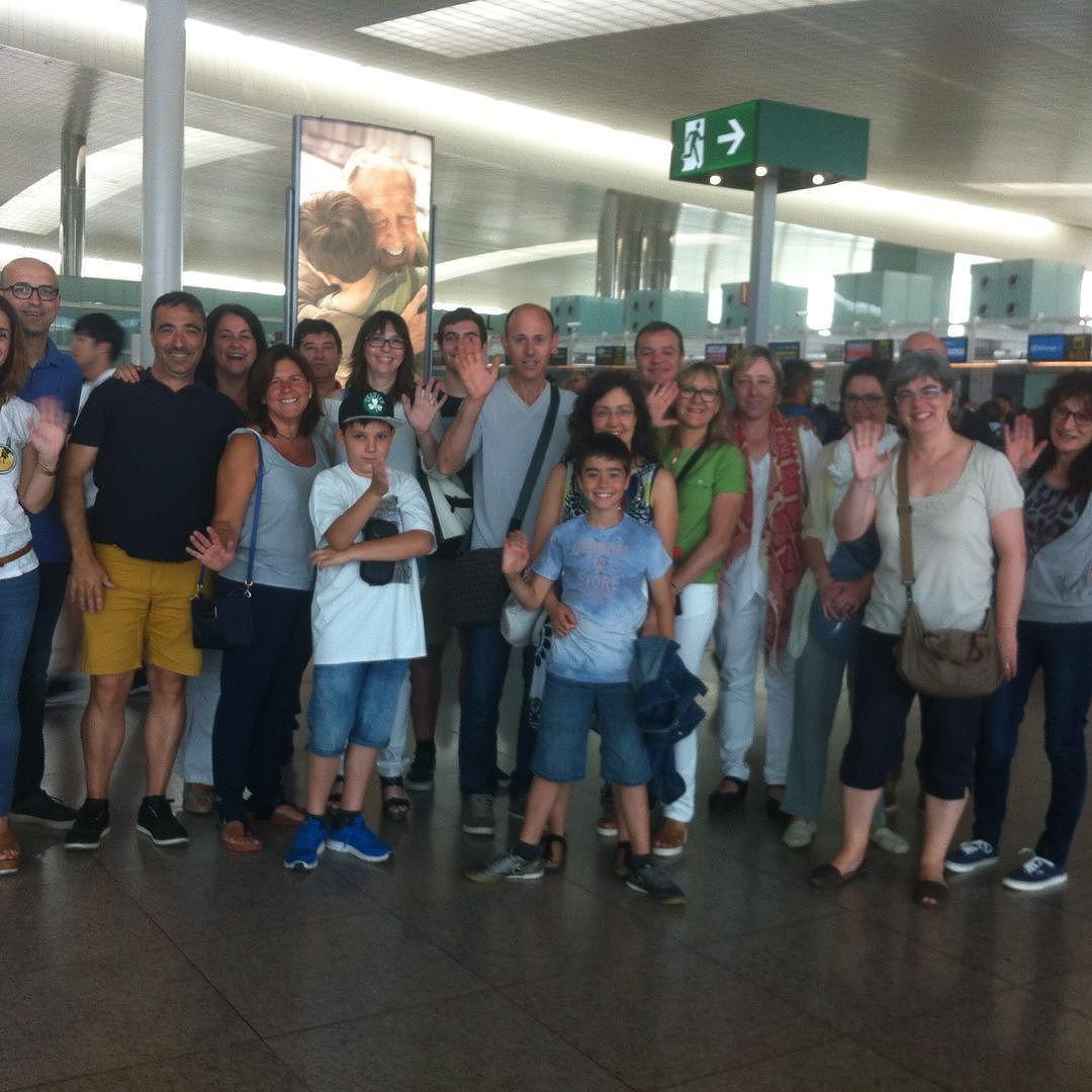 Los padres del grupo #AreaGrandesLagos les desean buen viaje a sus hijos HASTA LA VUELTA A #Barcelona  #WeLoveBS  #inglés #idiomas #cursos #viaje #travel #aeropuerto #padres #jóvenes #adolescentes