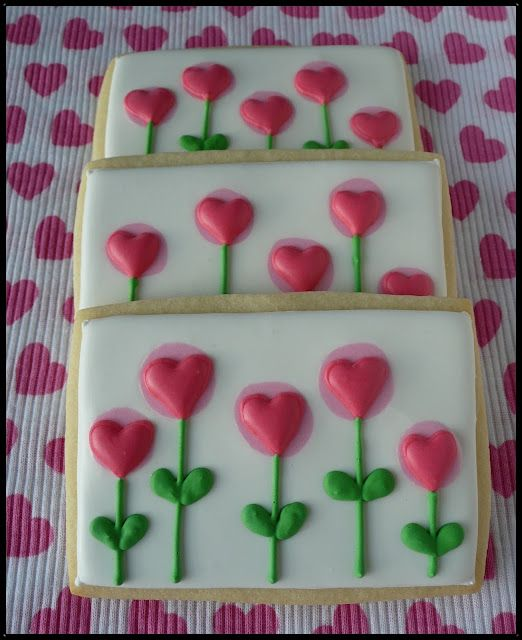 I love the simplicity of these heart flowers Valentine Heart cookies, decorated with royal flow flood icing.