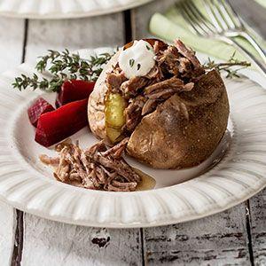 Nyhtökaritsa. Pulled lamb with oven potatoes. Foodstyling: Kati Pohja. Photo: Ilkka Hietala. Client: Lidl Finland.