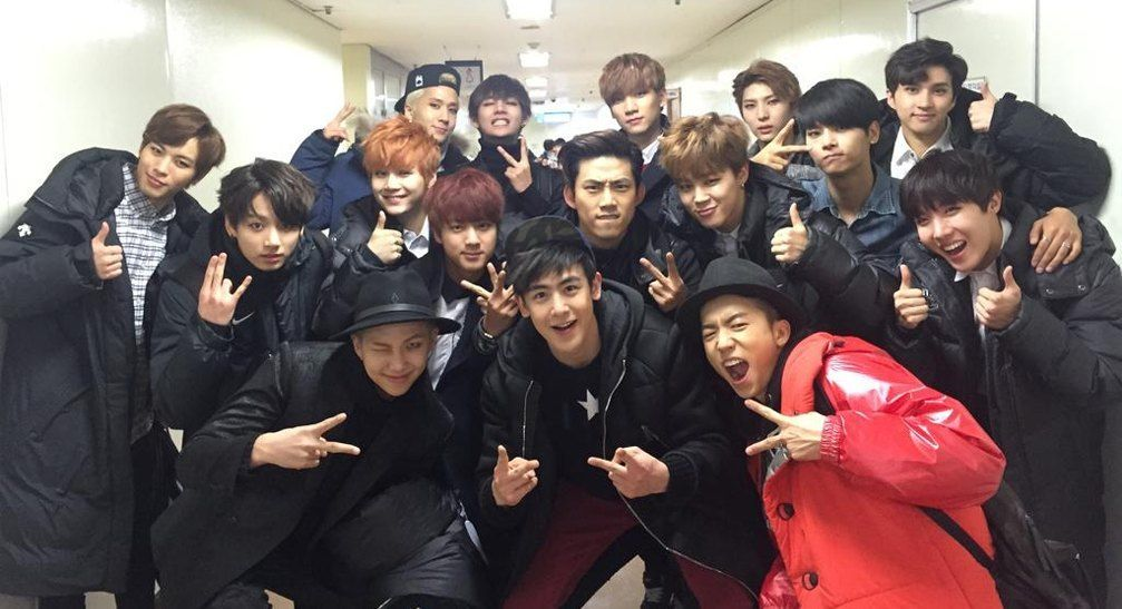 The Seniors And Juniors Of Male K Pop Groups 2pm Vixx And Bts Gather Together For A Fun Photo At The Backstage Of Kbs Gayo Daechukjae Vixx Bts Taecyeon