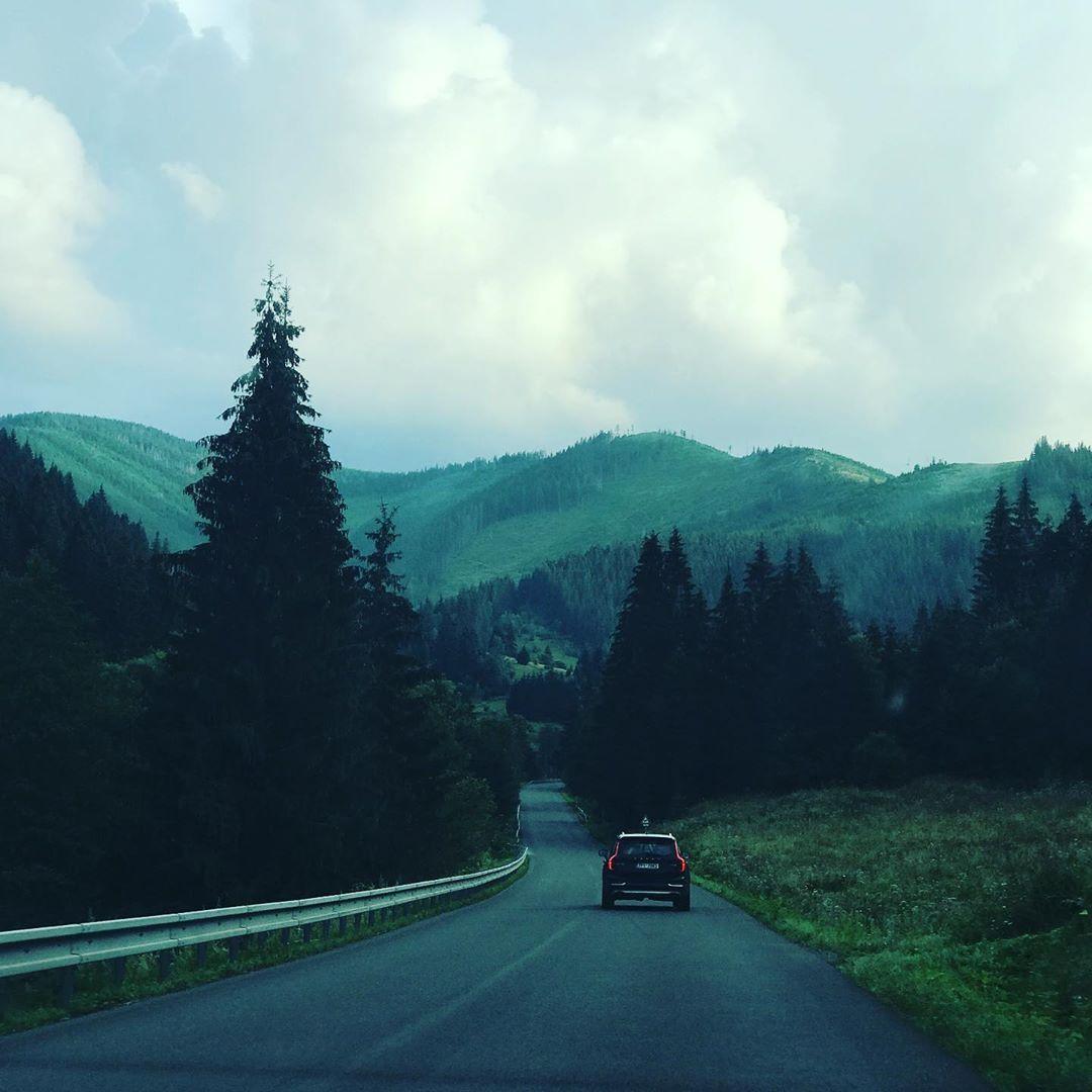 Cestou necestou ⛰🌲 #slovensko #pureslovakia #slovenskehory  #slovenskonafotke #mountains #potulkyslovenskom #travelcouple #traveling #trip #summer #holiday #amazing #view #weather #sky #nature #naturelovers #dnesfotim #dnescestujeme #milujemslovensko #slovenskojekrasne #slovenskapriroda #couplegoals #instapic #photooftheday #amateurphotography @potulkyslovenskom