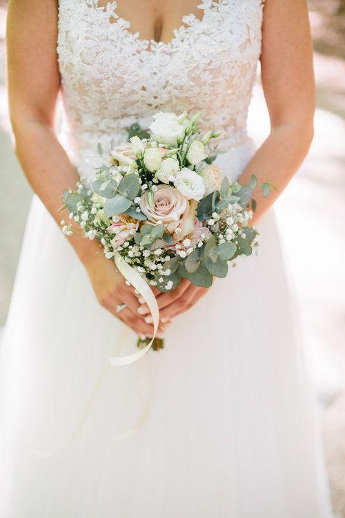 Ramo de novia vintage con rosas, eucaliptos y gypsophila
