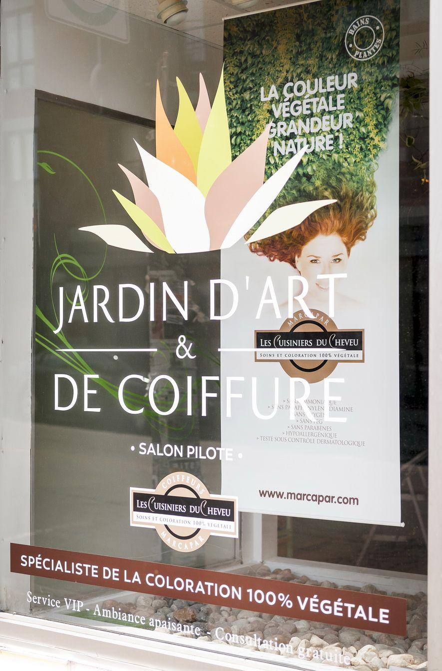 Vitrine | Jardin d\'art et de Coiffure en 2019 | Vitrine ...