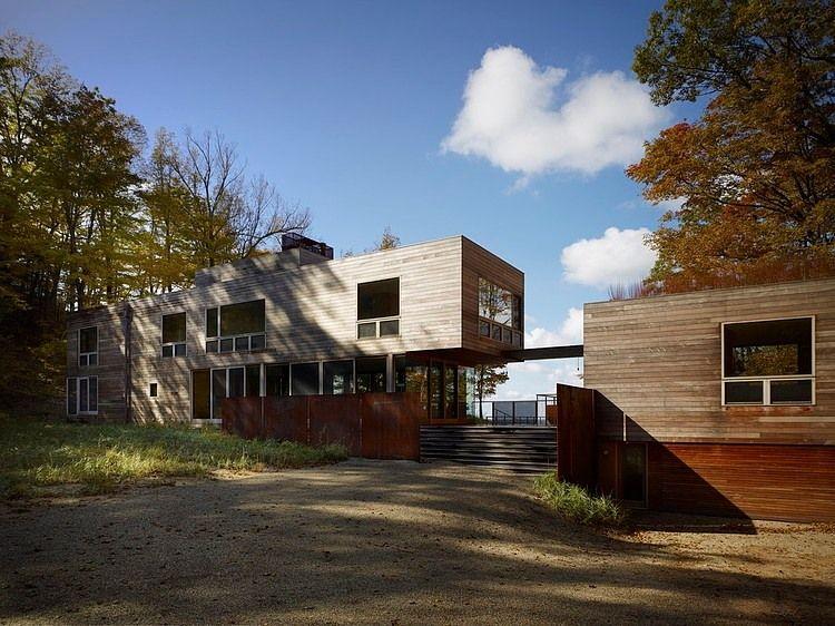 Lake Michigan Retreat by Wheeler Kearns Architects