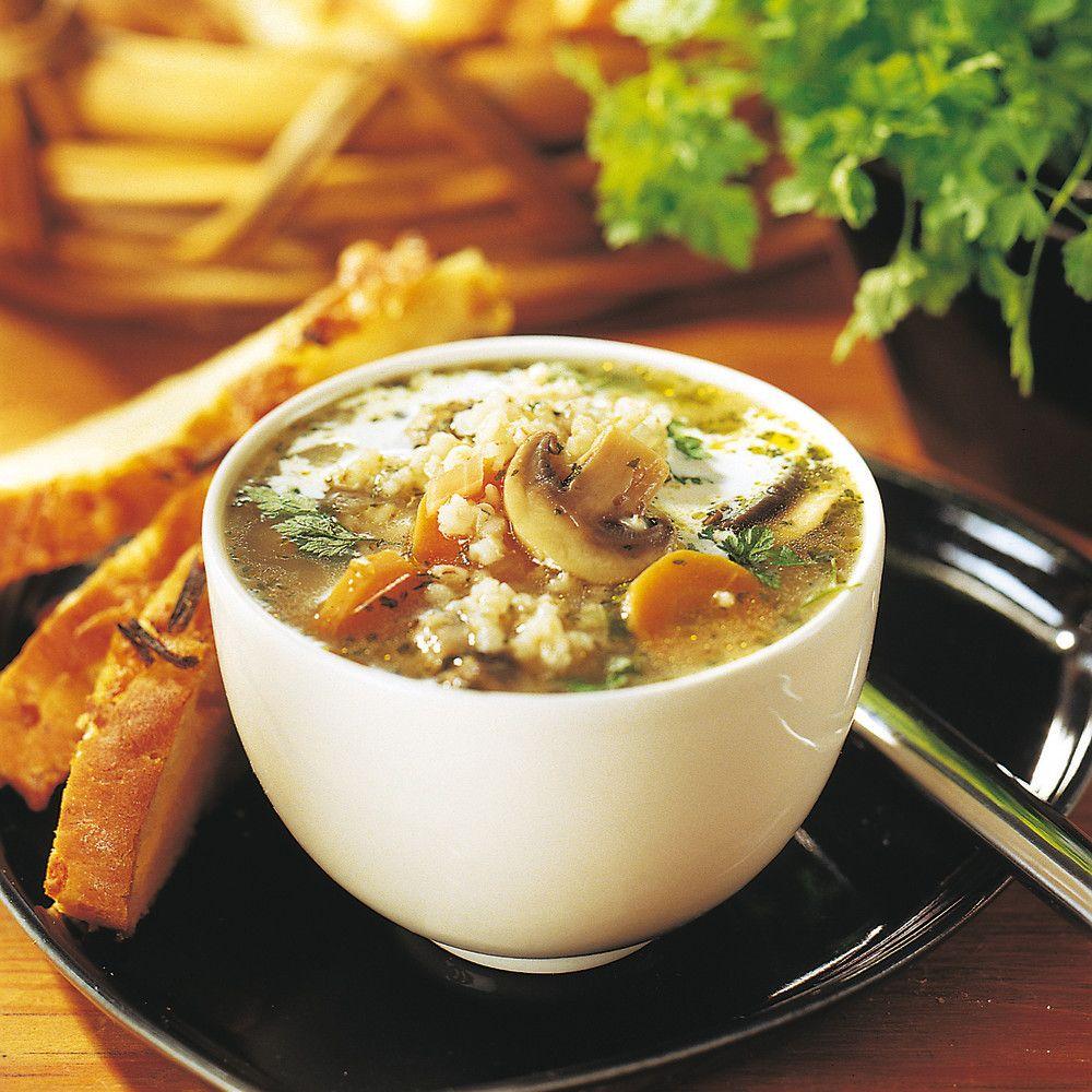 Kirvelillä maustettu sieni-ohrakeitto valmistuu helposti ja nopeasti Pirkka-koekeittiön testaamalla reseptillä.