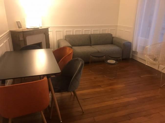 Le Vide Appartement De Malak M A Paris Izidore En 2020 Vide Appartement Canape Habitat Meuble A Vendre