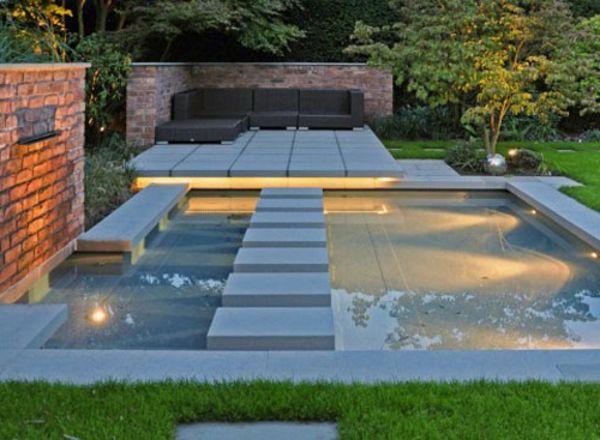 Garten mit einem luxus schwimmpool gestalten wasser im for Schwimmpool garten
