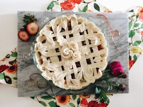 honeysuckle: Easy as Pie Decorating Tips + Strawberry Rhubarb Pie Recipe