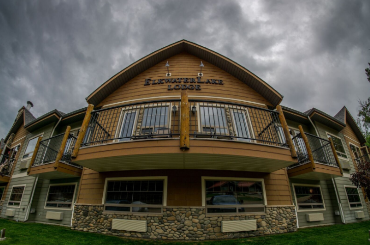 The Elkwater Lake Lodge An Elegant Four Season Accommodation In Cypress Hills Alberta