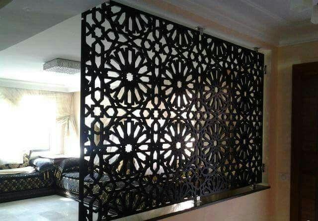 Separer Deux Pieces Avec Un Moucharabieh Marocain Deco Marocaine Deco Salon Marocain Decoration Salon Marocain