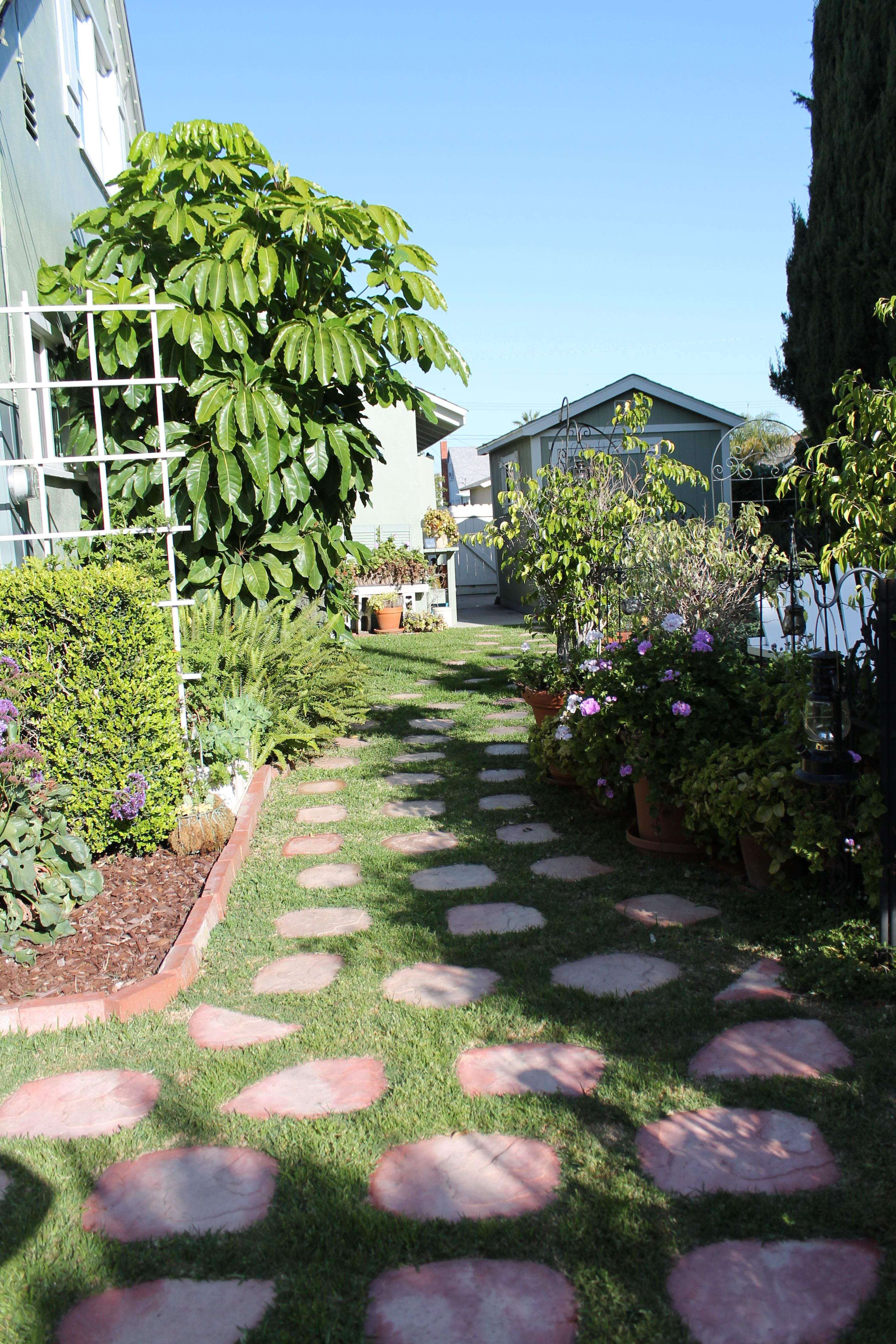 path ways a great way to define seperation of space on extraordinary garden stone pathway ideas to copy id=37377