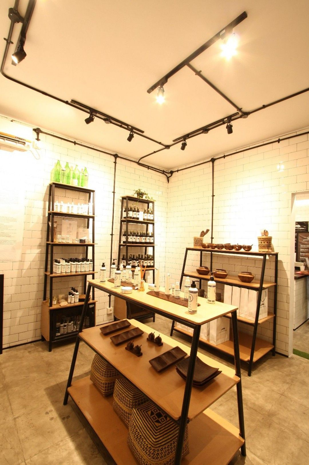 Industrial Scandinavian Conter Area Coconut Warung Cafe  # Muebles Tamara Fox Santiago