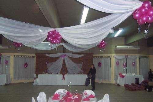 Decoracion para fiestas de 15 a os con globos y telas 5 for Decoracion con telas