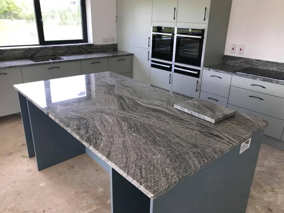 Viscount White Granite Worktops And Island In 2020 Kitchen