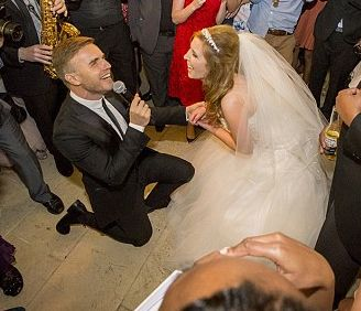 Video Gary Barlow Serenades Bride At Her Wedding With A Million Love Songs Http