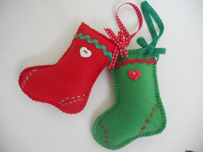 Adornos navidenos en botas