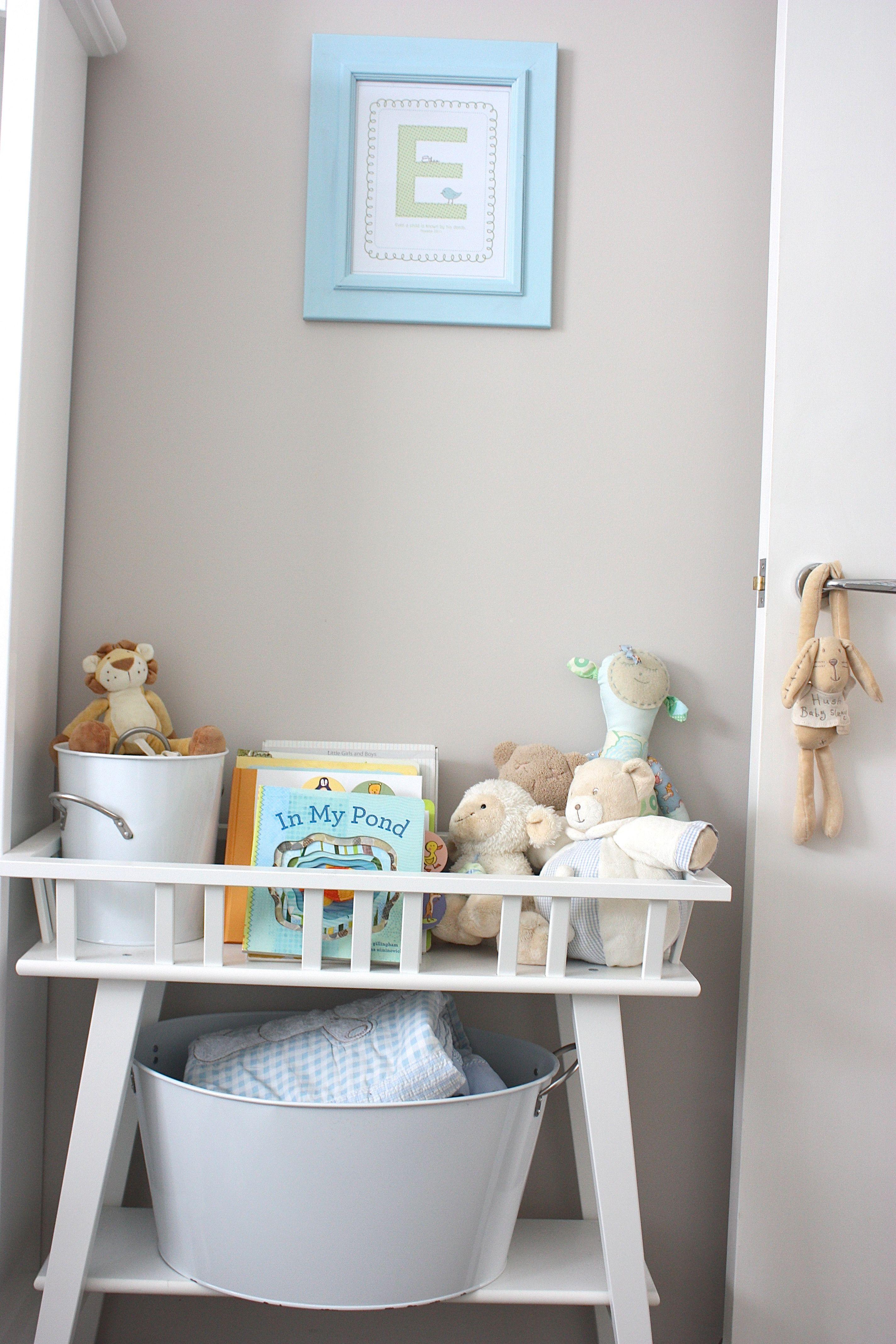 Lantliv stand from ikea for books and toys for Decorazioni stanza neonato