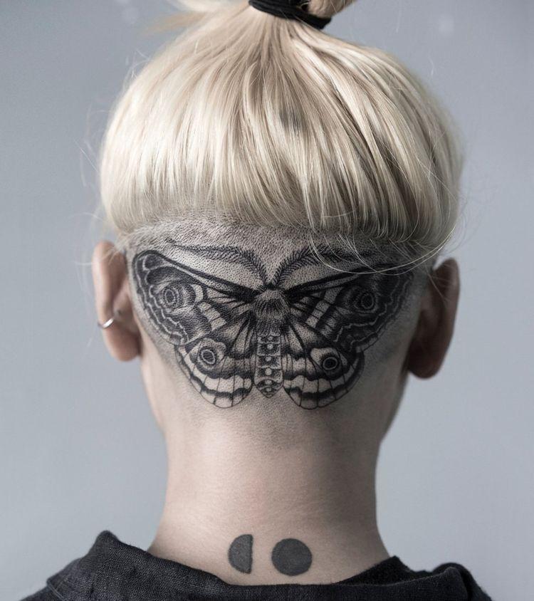 Tattoo Motte Kopf Undercut Frisur Frau Tattoo Bedeutungen Nacken Tattoo Tattoo Hals