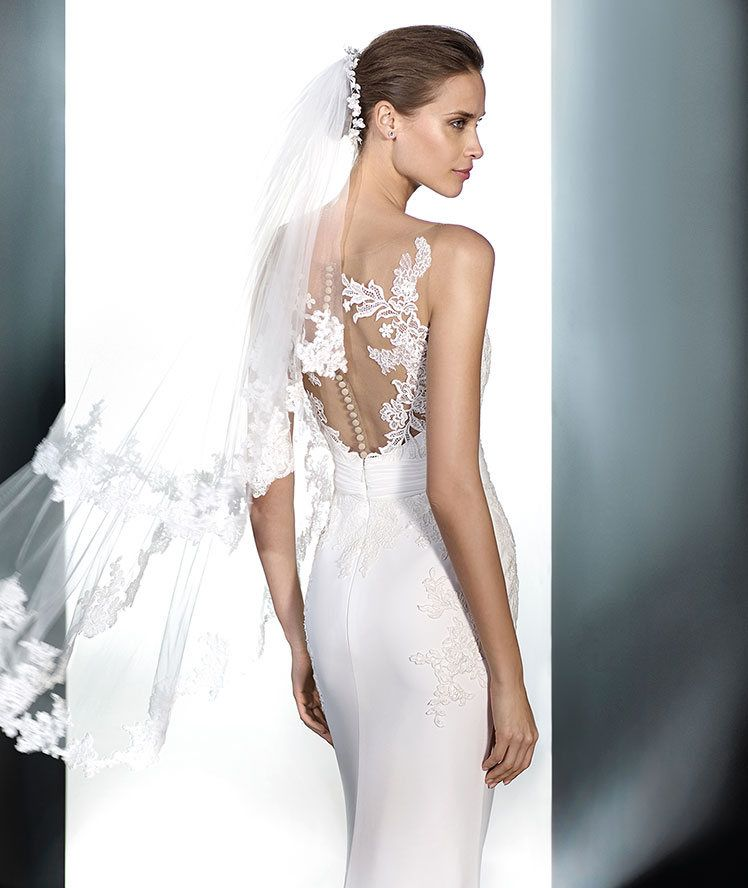 Bridal veil V-5214 as accessory | Pronovias | Wedding ideas ...